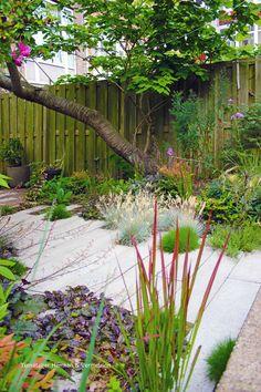 Garden Landscaping With Stones .Garden Landscaping With Stones Garden Design Ideas Uk, Small Garden Design, Garden Inspiration, Rustic Landscaping, Landscaping Plants, Garden Workshops, Minimalist Garden, Natural Garden, Unique Gardens