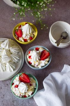 This dessert is definitely a delicious mess, quick and easy too Eton Mess Dessert, Easy Desserts, Delicious Desserts, Poli Recipe, Peppermint Crisp Tart, Cooking Shows On Tv, Berry Coulis, British Desserts, Indian Dessert Recipes