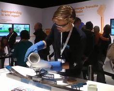 Sience Center Delft op Energy Lab / Shell Eco-marathon 2013.  Supergeleiding. Deze proef laat duidelijk zien dat supergeleiding alleen werkt als het echt koud blijft.