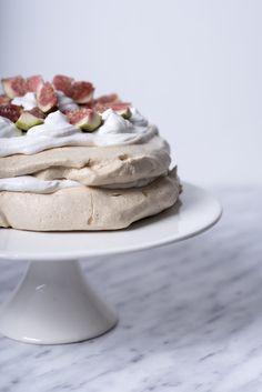 Wegańska waniliowa Pavlova – Veganama Pavlova, Panna Cotta, Ethnic Recipes, Food, Dulce De Leche, Essen, Meals, Yemek, Eten