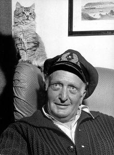 """4.Hans Albers (1891-1960) ist eine Film-Legende. Er hat Hamburg den meistgespielten Evergreen aller Zeiten geschenkt: """"Auf der Reeperbahn nachts um halb eins"""". Schunkel-Garantie! Stimmen: 1748"""