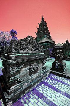 Bali Temple www.villabuddha.com € 1495,- per week huis aan het strand met personeel. moniquekruyssen@zonnet.nl