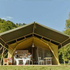 Kamperen in een luxe safaritent op mooie campings in Europa . En wie zit daar? That's me