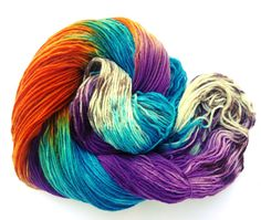 Lakesides yarns - every skein is unique!  TROPICAL BUTTERFLY  Hand painted with professional acid dyes (Ashford, Jacquard and Dharma) on fingering merino sock yarn. Fine Merino Socks from Lanartus comes from Peru and is very soft, an ideal yarn not only for socks, but also f.e. for baby garments.     Material: 75% merino superwash, 25% nylon Yarn weight: fingering Needle size: 2,5 mm to 3,5 mm (US size 0-2) Yardage: ca. 420metres or 459 yards Weight: 100 gms Mashine washable   I do my best…