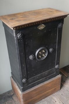 ancien coffre fort industriel maison leloutre annees 30 forts. Black Bedroom Furniture Sets. Home Design Ideas