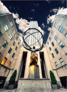 Art Déco Sculpture: Atlas at the Rockefeller Center NYC.