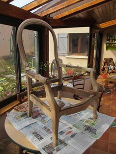 Chaise Restaurant, Wishbone Chair, Chalk Paint, Upholstery, Furniture, Decoration, Home Decor, Redo Chairs, Chairs
