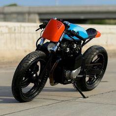 Suzuki by Lucas Layum via - Ride and Roll - Bike Gs 500 Cafe Racer, Cafe Racer Bikes, Cafe Racer Motorcycle, Motorcycle Design, Bike Design, Chopper Motorcycle, Cafe Racers, Custom Bikes, Custom Cars