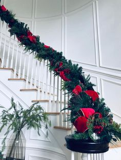 Christmas Stairs Decorations, Blue Christmas Decor, Christmas Swags, Christmas Mantels, Christmas Holidays, Decorating Banisters For Christmas, Staircase Decoration, Holiday Decor, Christmas Inspiration