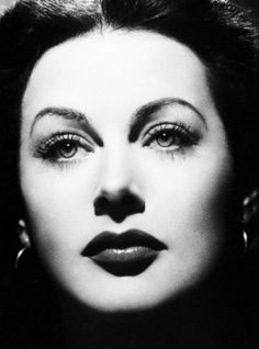 Hedy Lamarr, old Hollywood glamour and scientist. Old Hollywood Stars, Hollywood Icons, Old Hollywood Glamour, Golden Age Of Hollywood, Vintage Glamour, Vintage Hollywood, Vintage Beauty, Hollywood Actresses, Classic Hollywood