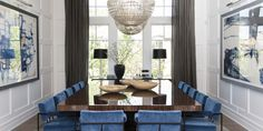 A huge dining room table with seating for stuns in this sophisticated house styled by designers at Alice Lane Home Collection. Large Dining Room Table, Dining Room Design, Dining Club, Large Table, Sweet Home, Alice Lane Home, Luxury Dining Room, Coastal Decor, Coastal Curtains