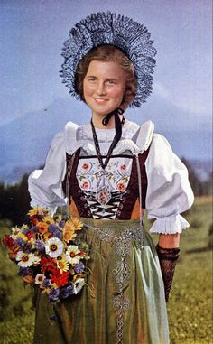 Folk Costume&Embroidery - Overview of Swiss Costume Traditional Fashion, Traditional Dresses, Ethnic Fashion, European Fashion, Costumes Around The World, Ethnic Dress, Folk Costume, Historical Clothing, World Cultures
