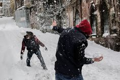 Children play with snowballs during a snowfall in Istanbul on December 31, 2015. Istanbul governor's office has urged people to avoid going outside unless necessary, citing expectation of heavy snowfall until January 2, 2016. - (Yasin Akgul, Afp)