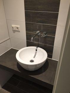 ... #gestalten #badezimmer #gästewc #kinderbad #badkamer #bathroom  #bathinterior #aufsatzbecken #Armatur #waschtisch #ablage #weiß #braun # Schwarz