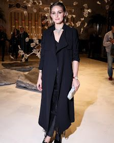 💄Paris Fashion week 💋 ・・・ Surrounded by art at exhibit this week! Stop by before… Estilo Olivia Palermo, Olivia Palermo Street Style, Olivia Palermo Lookbook, Leather And Lace, Versace, Celebs, Celebrities, Her Style, Style Icons