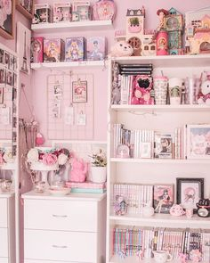 60 minimalist bedroom decor and design ideas perfect 14 - Gallery Home Decorations Cute Room Ideas, Cute Room Decor, Pastel Room, Pink Room, Room Ideas Bedroom, Bedroom Decor, Cool Bedroom Ideas, Geek Bedroom, Salle Pastelle