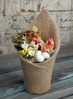 Stroik wielkanocny eko- juta, kogut i kurka - Pisankowo - Dekoracje wielkanocne Fall Arts And Crafts, Spring Crafts, Diy Crafts To Sell, Diy Crafts For Kids, Easter Crafts, Christmas Crafts, Diy Y Manualidades, Burlap Projects, Burlap Crafts