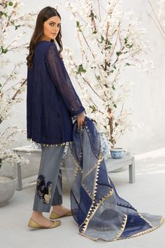 Pakistani Wedding Outfits, Pakistani Dresses, Shadi Dresses, Eid Dresses, Sharara Designs, Fancy Dress Design, How To Iron Clothes, Pakistani Dress Design, Stylish Dresses
