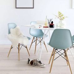 Eames DSW chair | Vitra.