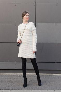Outfit: Winter Cosy Chic | Mood For Style - Fashion, Food, Beauty & Lifestyleblog | Outfitpost mit einem Strickkleid aus Wolle und einer Tasche  von Tory Burch sowie Overknee Stiefeln von Zara.