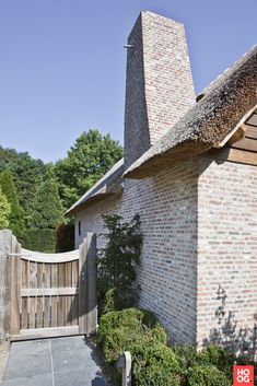 Side Gates, Country Fences, Belgian Style, Brickwork, Cabin Homes, Types Of Houses, Garden Gates, New Builds, Architecture