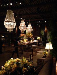 Espaço Gardens l Decoração Fernanda Rocco Eventos l Decoração l Louge l Lustres de cristal