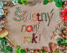 Šťastný nový rok vám prajú páni Baklažáni. #zdravy #novy #rok #stastnynovyrok #zdravyrok #novyrok #2018 #zdravarestauracia #donáška #jedál #jedlo #Nitra #zdravie #šťastie #zdravételo #zdrave #telo #slovensko #buďzdravý #buďfit #fit #vegan #rastlinnastrava #veg #vegetarian