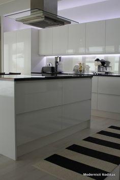 Modernisti Kodikas Sweet Home, Kitchen Cabinets, House Design, Indoor, Blog, Home Decor, Interior, Decoration Home, House Beautiful