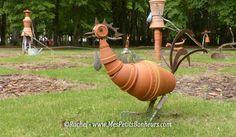 poule en pots de fleurs et serpettes