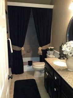 Love the crown molding on top of the shower curtain!