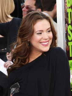 Alyssa Milano rocks romantic curls