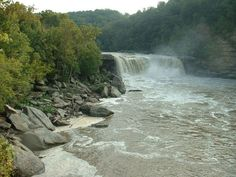 8. Cumberland Falls - (via Barbara H. -  https://www.pinterest.com/pin/554646510336019455/ )