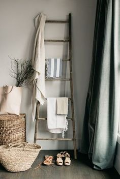 The ladder and vintage linen. Store ugly bottles in baskets. Breakfast in Bed with Zola Registry Wooden Ladder, Ladder Decor, Ladder Display, Ladder Bookshelf, Vintage Ladder, Rustic Ladder, Deco Retro, Breakfast In Bed, Home And Deco