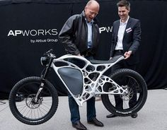 Airbus unveiled a 3D printed motorbike you can pick up with one hand, the electric 'Light Rider' that can reach 50mph.Airbus' APWorks launches the 'Light Rider,' a $56,000 3D printed motorbike, features hollow frame parts, Motorcycle Parts, Motorcycle Design, Bike Design, Electric Moped, Electric Light, Electric Cars, Electric Vehicle, Custom Bikes, Concept Motorcycles