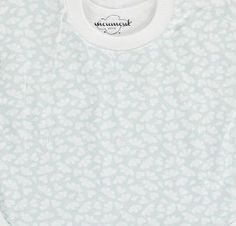 Moumout Hearts Bib Sweatshirt Pale blue `One size Fabrics : Cotton Composition : 100% Cotton Color : Pale green, White Eco-friendly, Ideal for sensitive skin, Can be put on like a sweatshirt, Covers more than a traditional bib, no stain will escape i http://www.comparestoreprices.co.uk/baby-products--other/moumout-hearts-bib-sweatshirt-pale-blue-one-size.asp