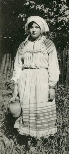 Traditional Belarusian folk dress. Беларускі народны строй. Івацэвіцкі р-н, в. Святая Воля 1930я гады