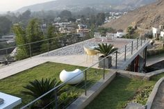Viewpoint House by Arquitectos. Viewpoint House by Arquitectos. House On A Hill, House Front, Exterior Design, Interior And Exterior, Roof Design, Wooden Patios, Rooftop Terrace, Rooftop Lounge, Rooftop Gardens