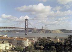 Ponte 25 de Abril, Lisboa, Portugal by Biblioteca de Arte-Fundação Calouste Gulbenkian, via Flickr