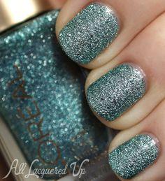 LOreal Pop The Bubbles textured nail polish swatch LOréal Paris Colour Riche Gold Dust Textured Nail Polish Swatches & Review