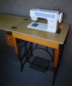 REVIEW:  Janome 712T on treadle base.jpg