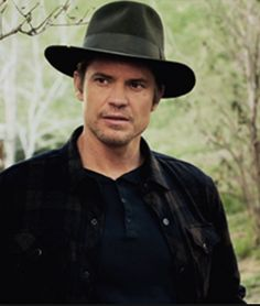 Timothy as Raylan, Season 6...not crazy about that particular hat
