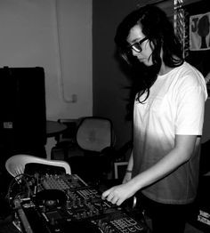 DJ Cindyh: de Helipa para o mundo