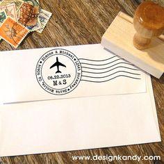 Ajouter votre adresse de retour dans le style avec ces adresse de tampons personnalisés. Doté dun design poste aérienne de lavion avec votre nom,