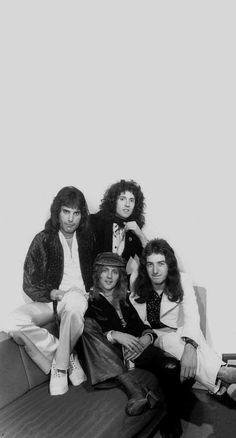 Queen Photos, Queen Pictures, John Deacon, I Am A Queen, Save The Queen, Queens Wallpaper, Queen Aesthetic, Roger Taylor, We Will Rock You