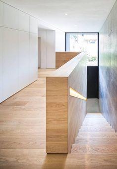 Haus H: Modern Flur, Diele & Treppenhaus von ZHAC / Zweering Helmus…