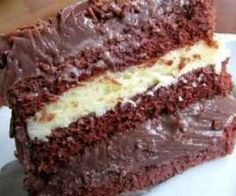 Receita de Bolo de chocolate com recheio branco - Show de Receitas