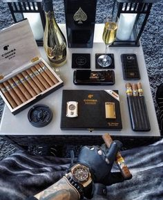 Wealthy Lifestyle, Luxury Lifestyle Fashion, Rich Lifestyle, Billionaire Lifestyle, Good Cigars, Cigars And Whiskey, Gentleman Style, Fidel Castro, Mens Fashion
