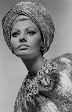 "sparklejamesysparkle: "" Sophia Loren by Richard Avedon, publicity portraits for Arabesque, "" Old Hollywood Actresses, Old Hollywood Glamour, Classic Hollywood, Hollywood Divas, Sophia Loren Images, Greta, Italian Beauty, Italian Women, Italian Style"