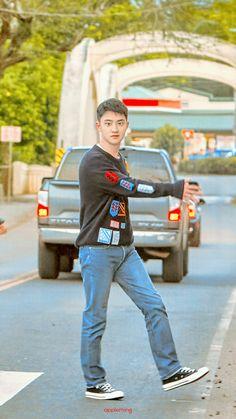 Why doesn't he look like a deer in headlights Kris Wu, Luhan And Kris, Chen, Kai, Baekhyun Chanyeol, D O Exo, Exo Lockscreen, Chansoo, Hot Men