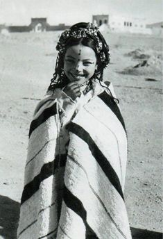 """""""Africa - Image taken from the publication 'Le Maroc Etincelant', author Mireille Morin-Barde. Goldscheider, Portraits, Folk Costume, North Africa, African Women, World Cultures, People Around The World, Belle Photo, Traditional Outfits"""